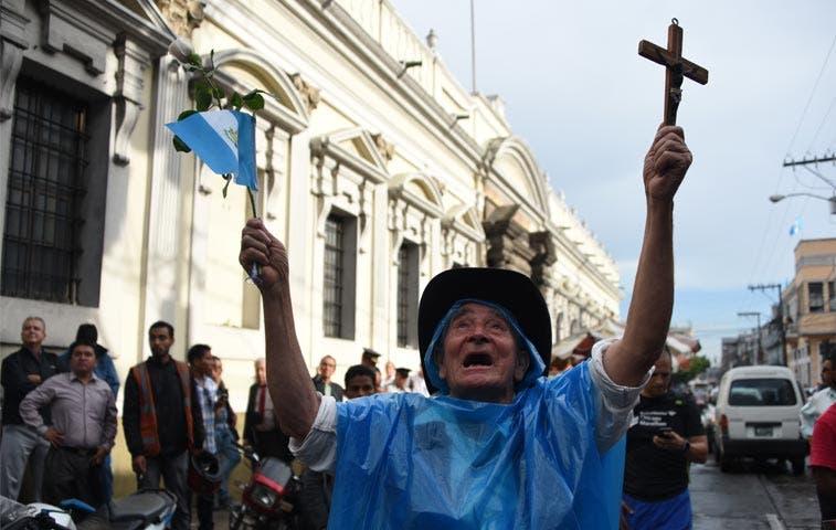 Presidente de Guatemala pierde inmunidad por escándalo de corrupción