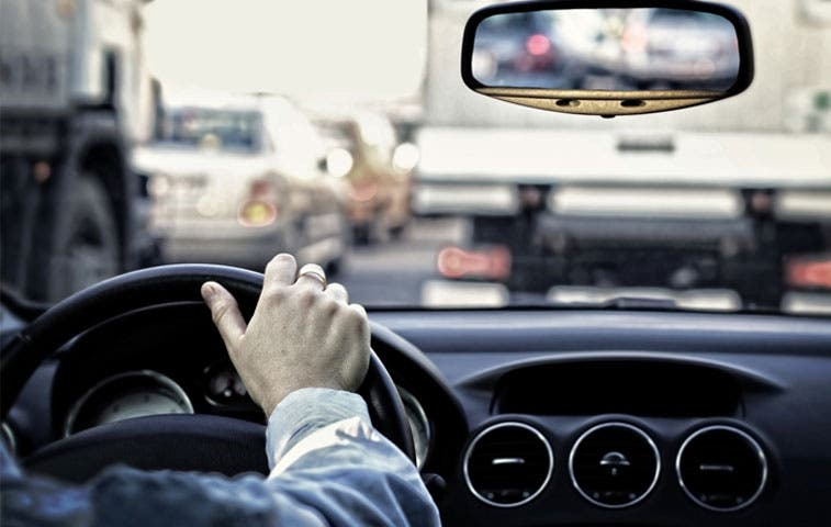 MOPT valora aumentar precio en licencia de conducir