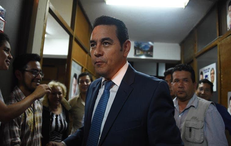 Comediante gana primera vuelta en elecciones de Guatemala