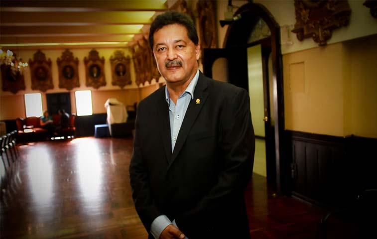 Morales exige entrar a reuniones del PAC