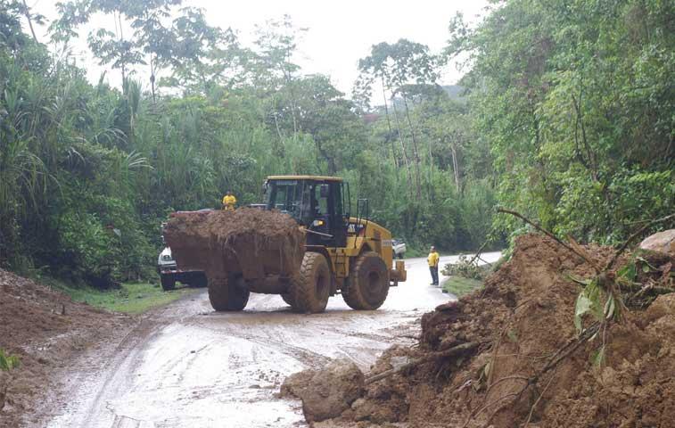 Urgen a gobierno para que atienda derrumbes de Ruta 32