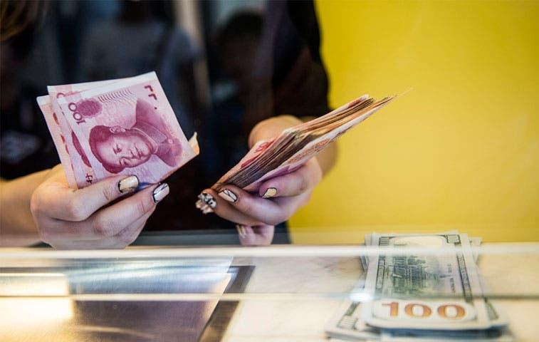 Reservas de China experimentan caída record por apoyo al yuan
