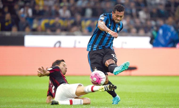 Guarín hace líder al Inter