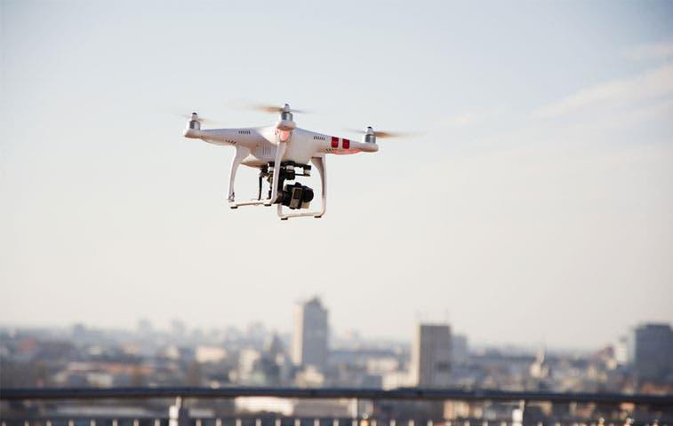Operadores de drones tendrán que certificarse ante Aviación Civil