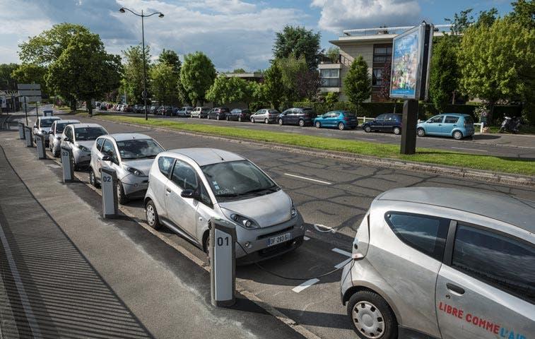 París está compartiendo miles de autos eléctricos