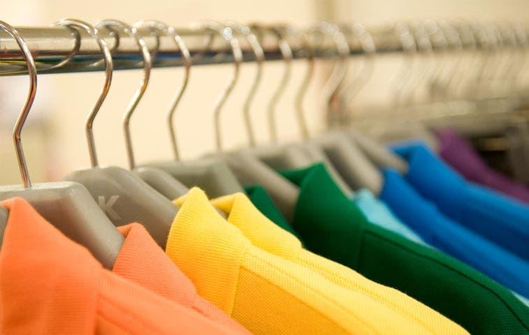 Aduanas retiene más de 16 toneladas de ropa falsificada