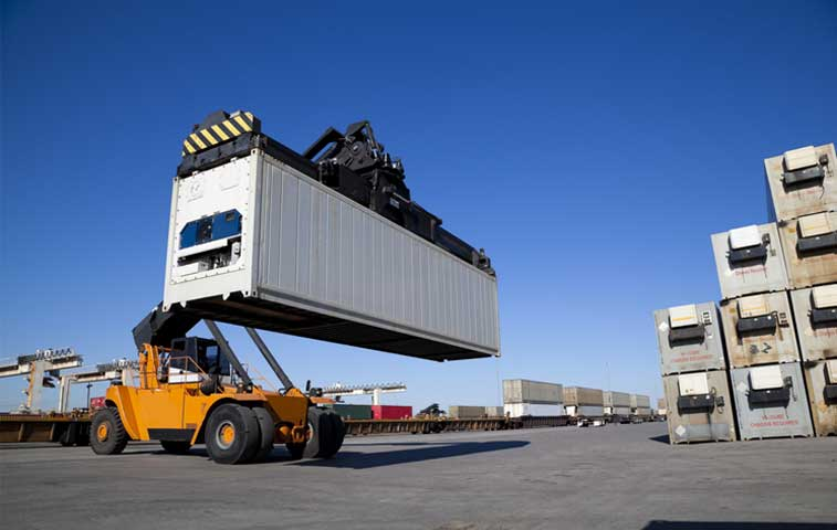 Exportaciones de bienes caen 16% en primeros ocho meses del año