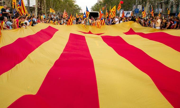 Impuestos y votos es lo que piden separatistas de los catalanes