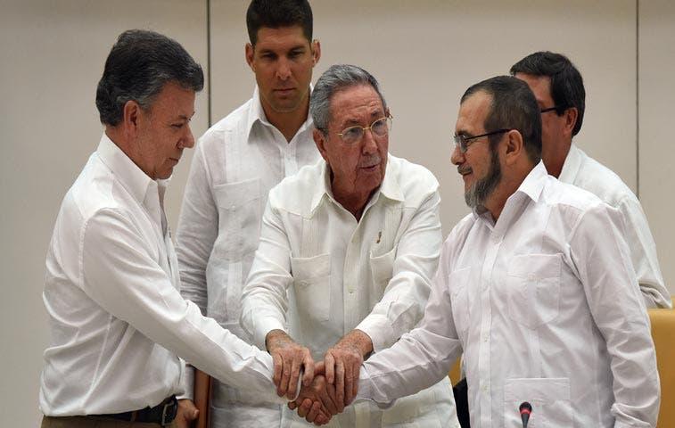 Gobierno colombiano y guerrilla firmarán la paz en seis meses