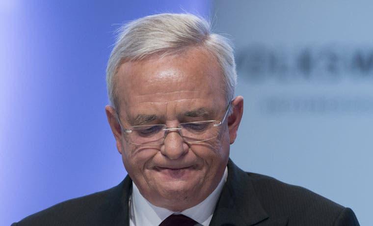 CEO de Volkswagen renuncia ante escándalo de vehículos