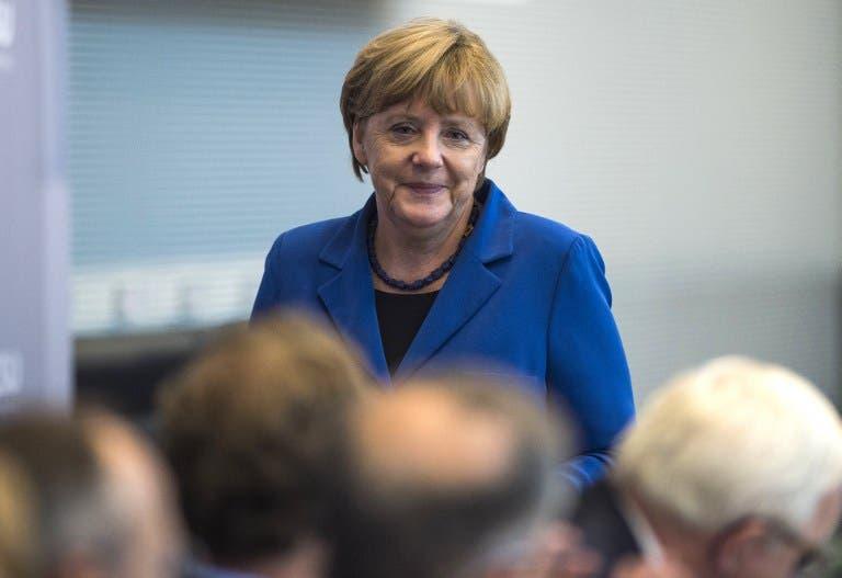 Popularidad de Merkel cae por crisis de refugiados