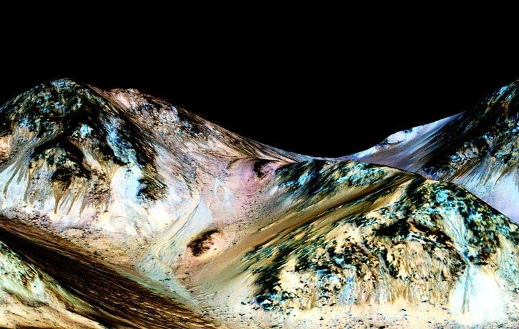 NASA detecta agua líquida en Marte