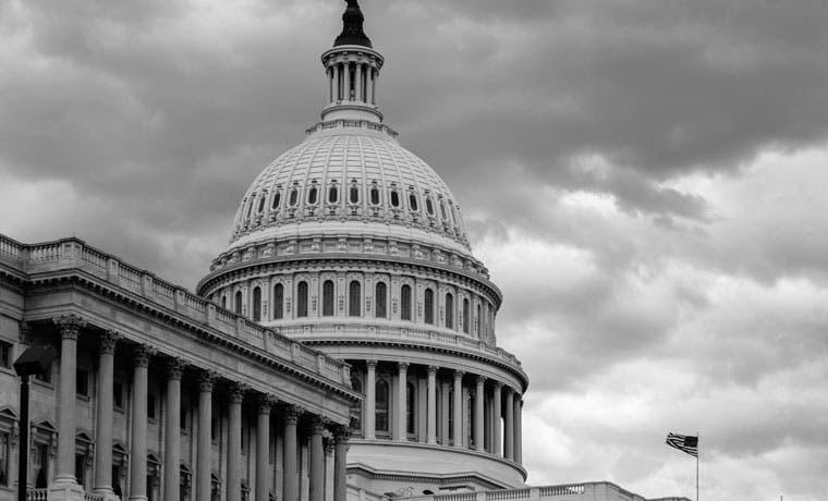 Senado de EE.UU. aprueba ley de gastos antes del plazo de cierre