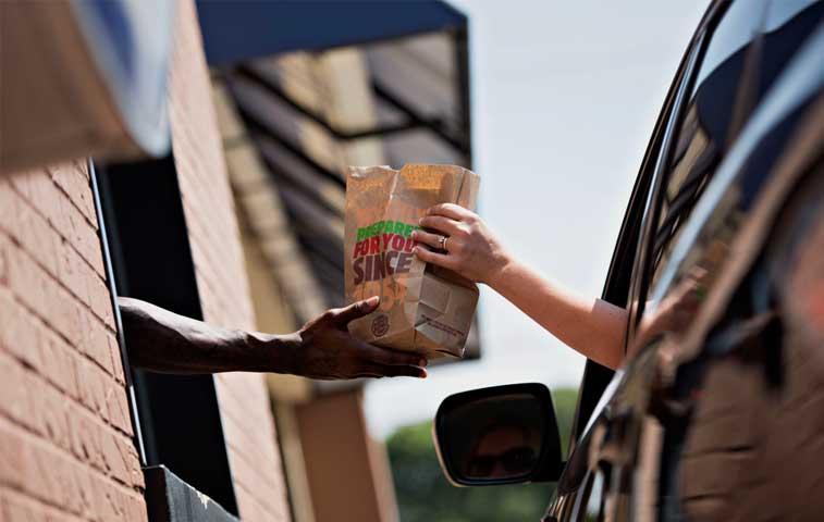 Gobierno abre bolsa de empleo para colaboradores de Burger King