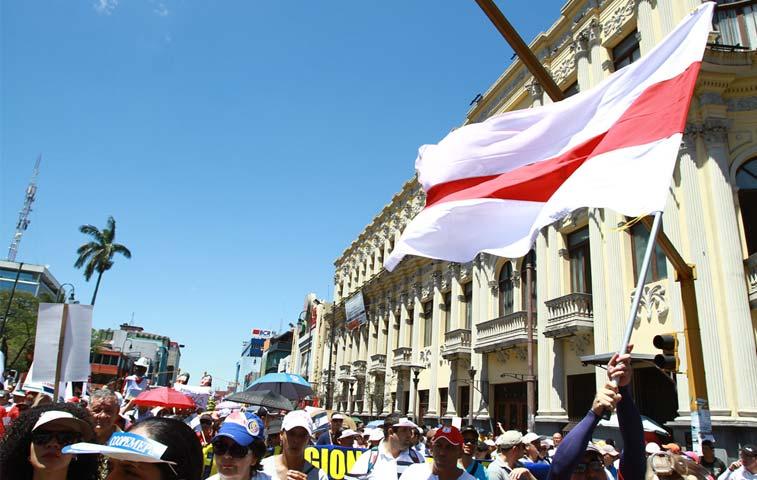 Sindicatos anuncian huelga indefinida