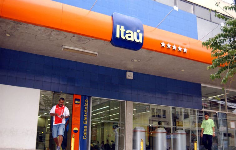 Bancos brasileños reducen crédito y suben las tasas por crisis