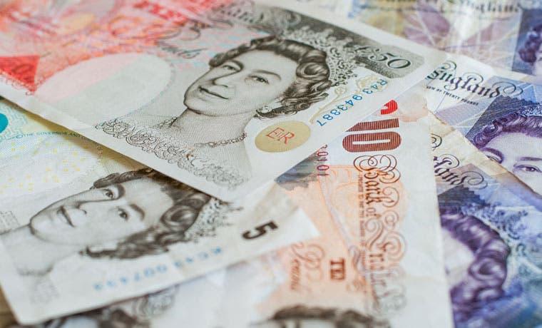 Inflación británica declina por debajo de cero