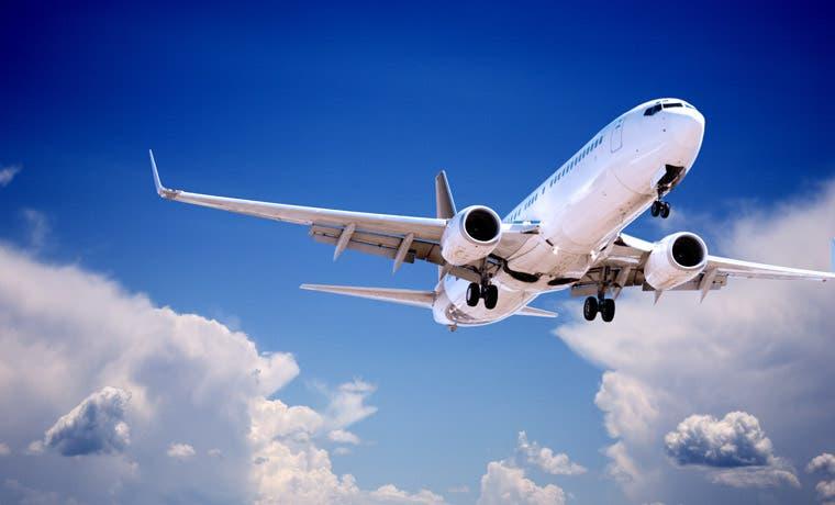Acciones de empresas aeronáuticas caen por fin de contrato de aviones