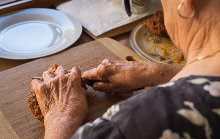 Adultas mayores desarrollan proyectos emprendedores