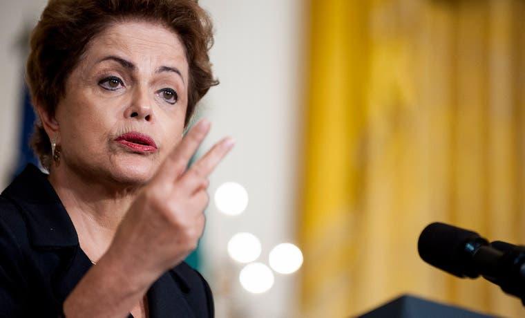 Presentan juicio político a brasileña Rousseff en plena crisis