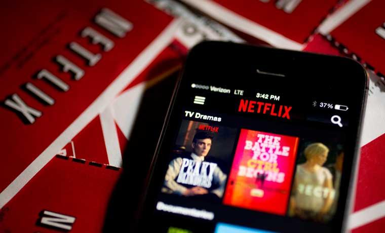 Recaudadores de impuestos van tras Netflix, Uber y Airbnb