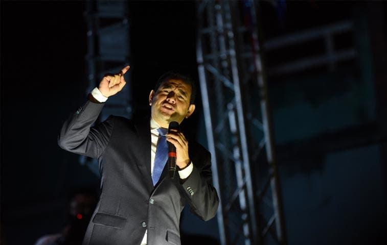 Comediante Jimmy Morales gana elecciones en Guatemala