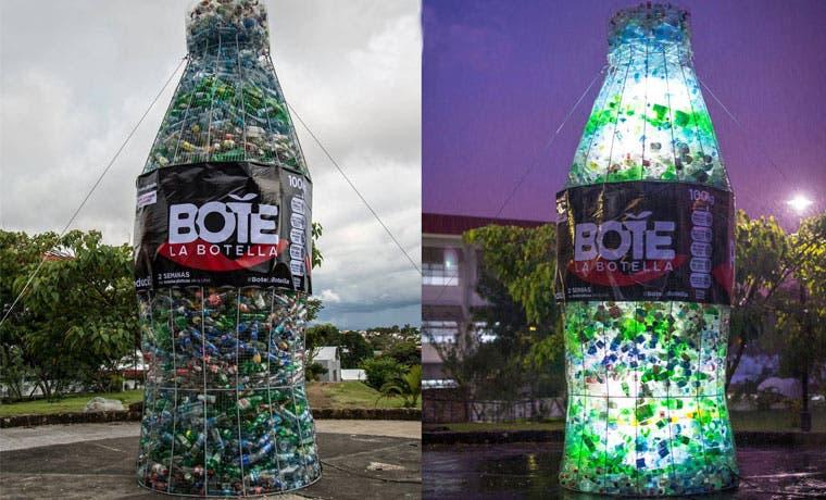 Universitarios elaboran megabotella para promover reciclaje