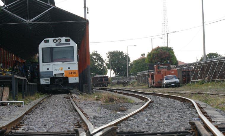 Incofer firma convenio para seguir trabajos en vías férreas