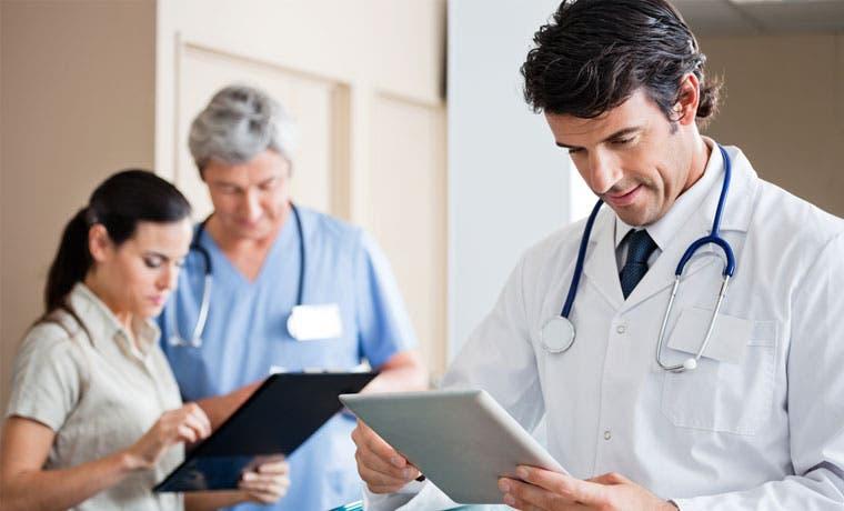 Médicos se actualizan en tratamientos y adelantos científicos