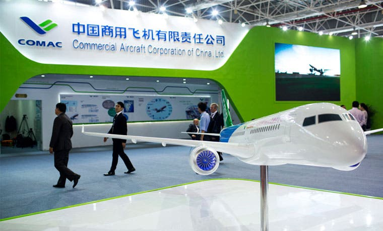 China presenta avión para competir con Boeing y Airbus