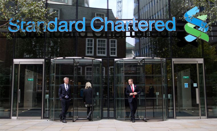 Banco británico Standard Chartered anuncia 15 mil despidos