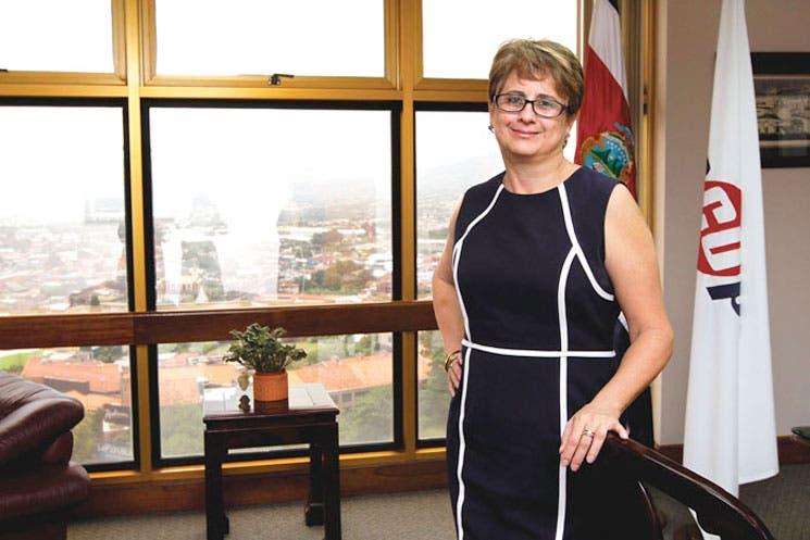 Presidenta de Recope exige a gerentes cancelar fiesta navideña