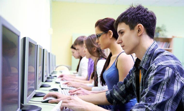 Universitarios podrán concursar por becas para proyectos tecnológicos