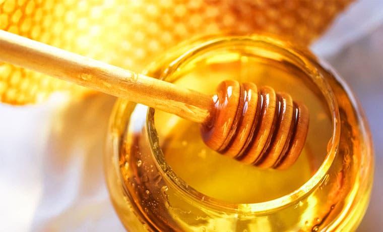 Productos se venden como miel de abeja y no lo son, según el MEIC