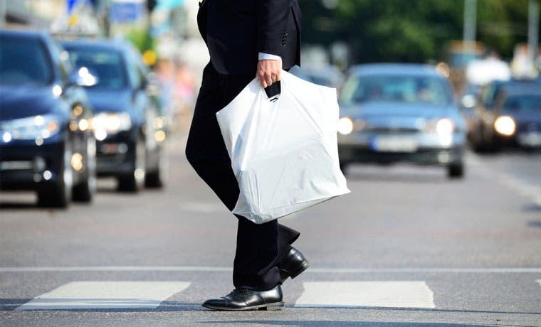 Prohibirían bolsas plásticas no ecoamigables