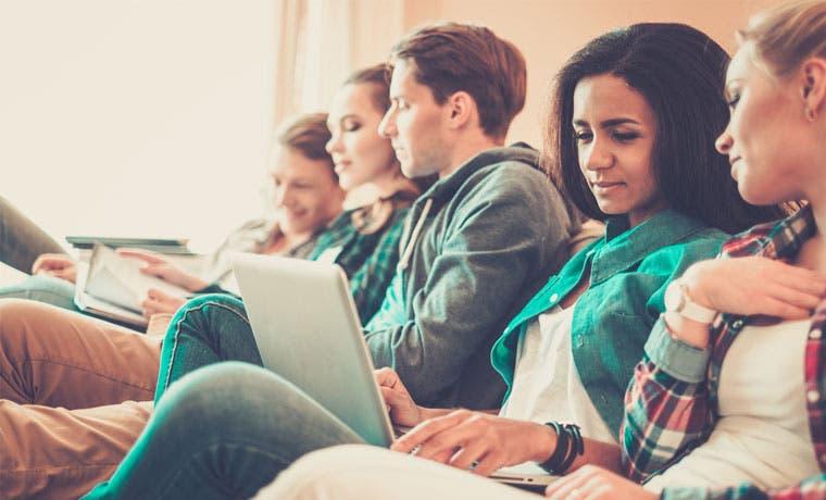 Universidades atraen estudiantes con más becas