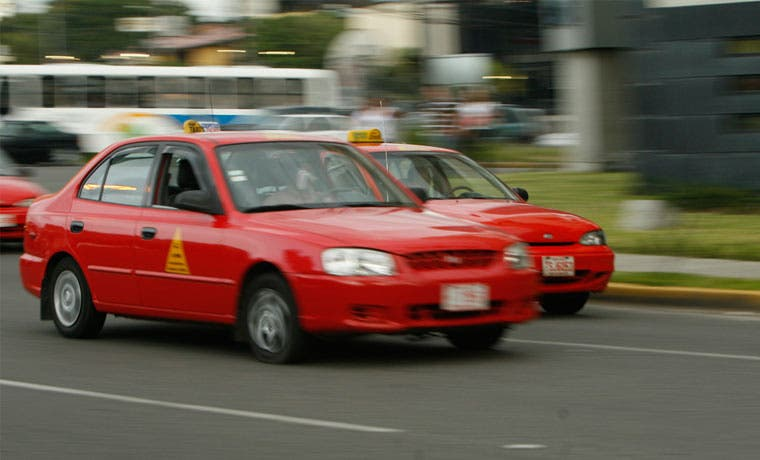 Regulador se reunirá de nuevo con taxistas