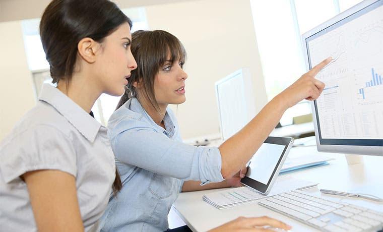 Hombres prestan cada vez más atención a mujeres en escuelas de negocios