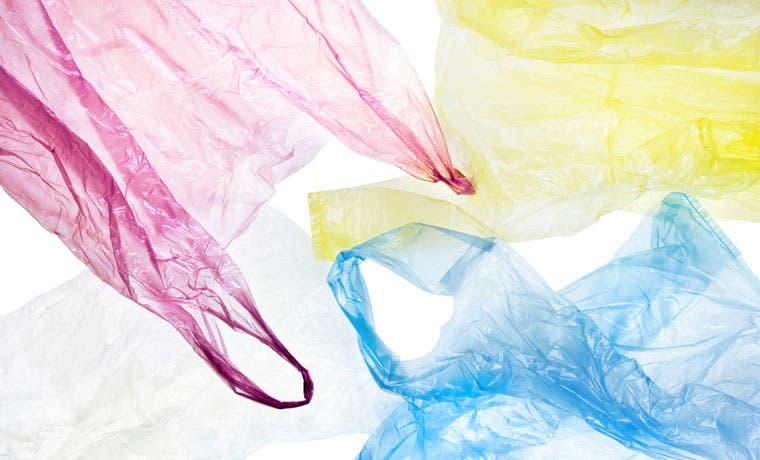 Productores de plástico rechazan prohibición de bolsas no ecoamigables