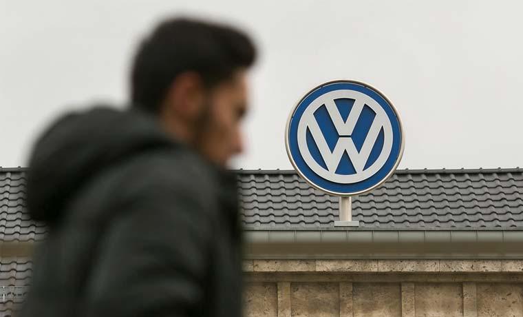 Brasil multa con $13 millones a Volkswagen por autos manipulados