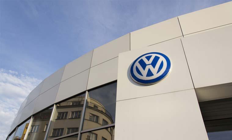 Volkswagen negocia créditos multimillonarios tras escándalo de emisiones