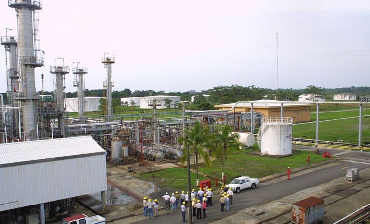 Industriales en desacuerdo con cobro doble en refinación de combustibles