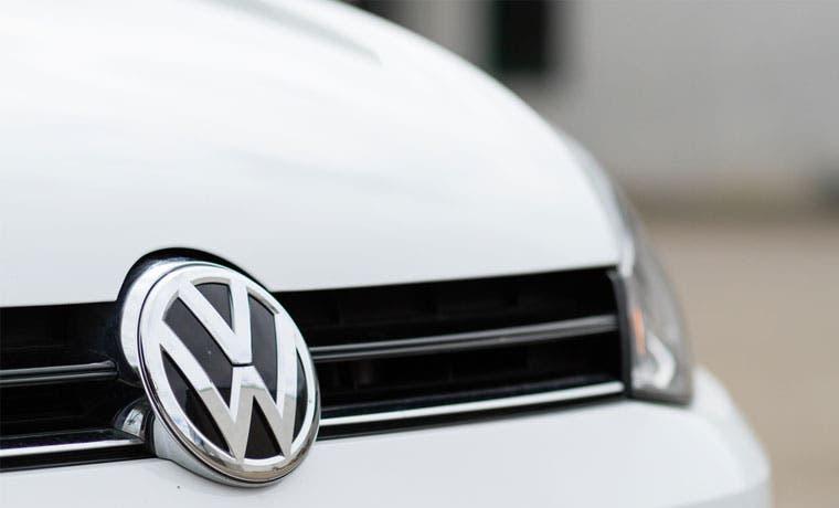 Alemania demanda que Volkswagen trate igual a clientes estafados