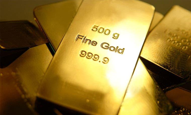 Oro podría bajar de $1.000 con alza de tasas de la Fed