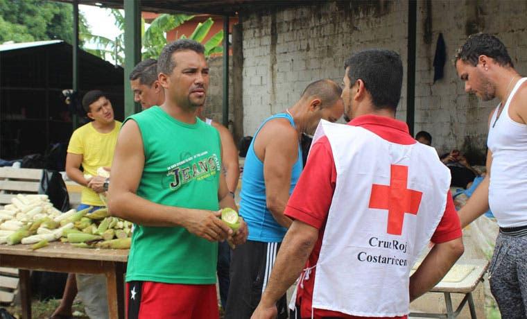 Cruz Roja pide donaciones a ticos para inmigrantes cubanos