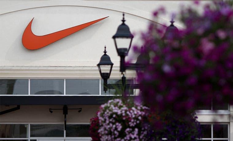 Nike autoriza recompra de acciones por $12 mil millones