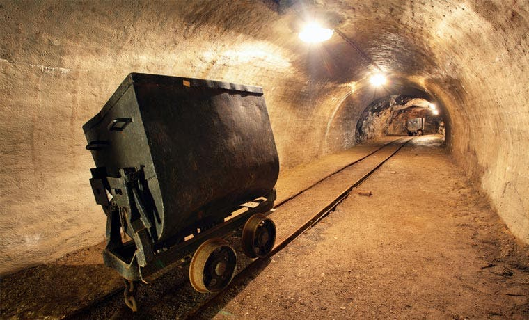 Mineras de cobre evitan la peor caída de metales gracias al peso