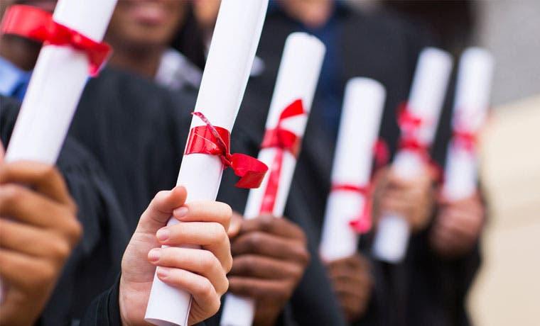 Los títulos universitarios valen más en Chile y Brasil