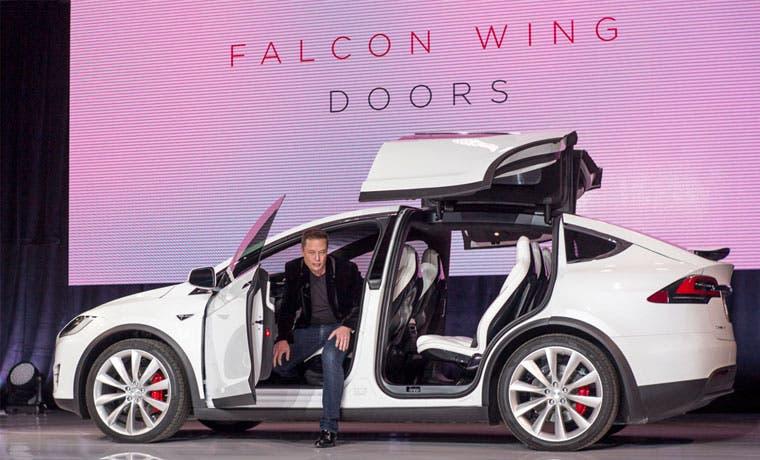 Tesla invita a los clientes a personalizar el vehículo Model X