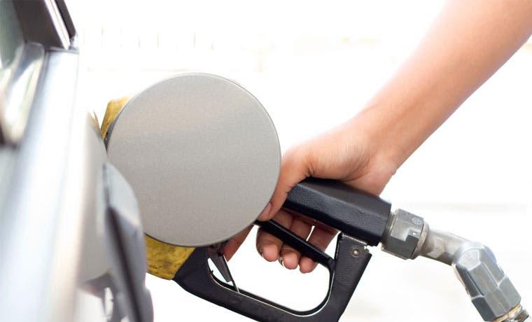 Combustibles bajarían ¢10